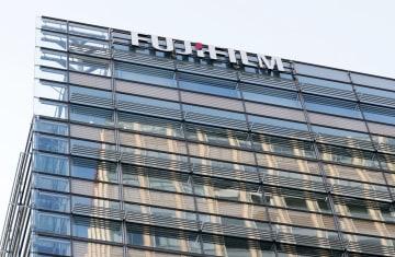 富士フイルムホールディングスの本社が入るビル=東京都港区