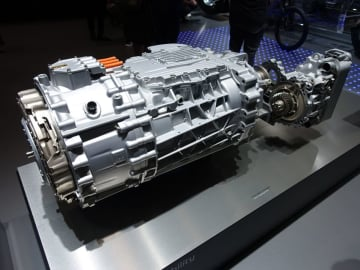 TraXonハイブリッドのトランスミッション。モーターがケース内に組み込まれいる