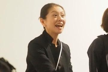 小泉今日子 驚きの変貌ぶり…電話対応にモップ掛け、運転手も