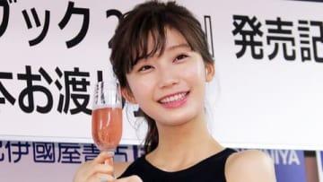 自身のカレンダーブック「小倉優香カレンダーブック2019」の発売記念イベントを開催した小倉優香さん
