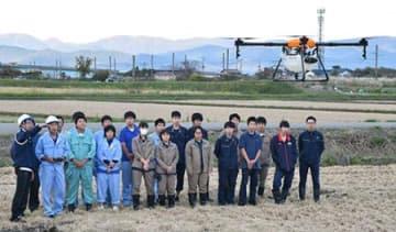 先進技術でスマート農業 鶴岡・庄内農業高生が農業用ドローン体験