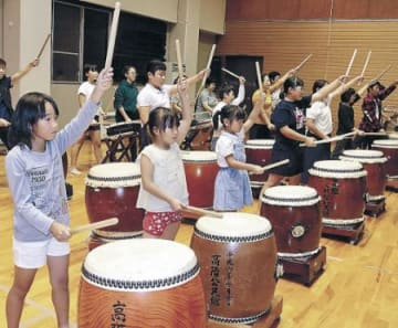 伝統の響き、地域で継承 七尾・高階小閉校後も、児童に太鼓教室