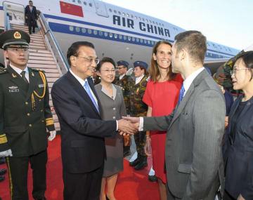 李克強総理、ブリュッセルに到着 アジア欧州会議首脳会合出席へ