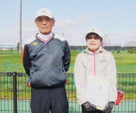 優勝した橋本さん(左)と岩崎さん