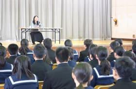 高石さんの講話で命の大切さを考えた生徒ら