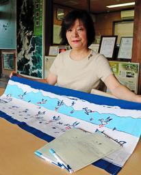 加古里子さんが残した下絵を基にした手ぬぐいが完成した=豊岡市城崎町今津