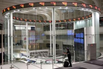 9日、システムに障害が発生した東京証券取引所=東京・日本橋兜町