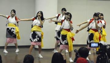フェアのテーマソングをはじめ数々の歌と踊りを披露したGMU