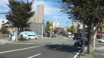 イノシシの目撃情報があった九十九橋北詰周辺=福井県福井市中央3丁目