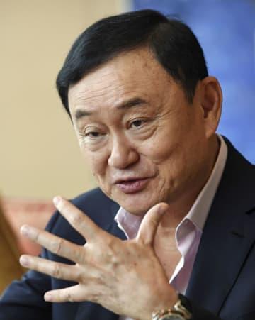 香港で共同通信のインタビューに応じるタイのタクシン元首相=18日(共同)