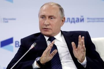 18日、ロシア南部ソチで開かれたワルダイ会議で語るプーチン大統領(タス=共同)