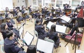 定期演奏会を目前に練習に打ち込む室蘭西中吹奏楽部の部員たち