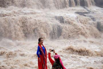 迫力満点の壺口瀑布 陝西省宜川県