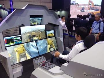 コマツブースと千葉市美浜区にある「コマツIoTセンタ東京」をつなぎ、5Gを使った建機の遠隔操縦のデモンストレーションを紹介(CEATEC 2018)