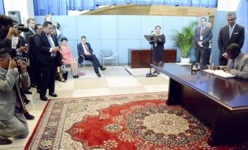 9月26日、ニューヨークの国連本部で行われた核兵器禁止条約の署名・批准の式典(共同)