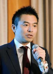 神戸広告協会の10月例会で講演するJ1神戸の森井誠之事業本部長=神戸市中央区、ホテルオークラ神戸