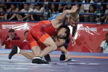 1回戦でウクライナ選手と闘う藤田。4-10で黒星