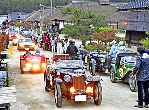 大内宿にクラシックカー到着! ミッレミリア、8年ぶり福島県