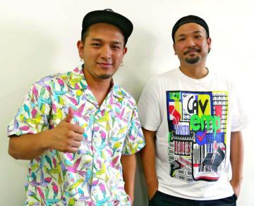 「肩の力を抜いて音楽を作っていきたい」と話すD−51のYASU(右)とYU=那覇市・沖縄タイムス社