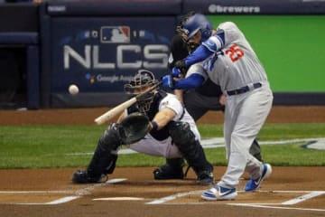 先頭打者弾を放ったドジャースのフリース【写真:AP】