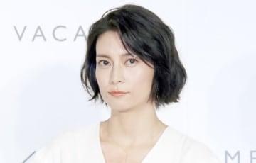 自身がプロデュースするアパレルブランド「MES VACANCES」の発表記者会見に登場した柴咲コウさん