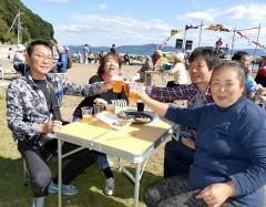 笠岡・六島でビールの祭典始まる