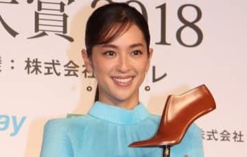 「第16回 クラリーノ美脚大賞2018」の授賞式に出席した中村アンさん