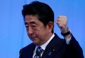 安倍晋三首相(写真:ロイター/アフロ)