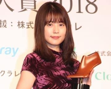 「第16回 クラリーノ美脚大賞2018」の授賞式に出席した有村架純さん