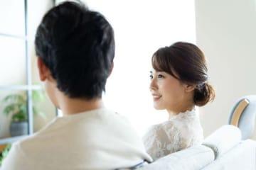 前の彼女とどうして別れたのかをつきあう前に聞いておきたいと思う人もいれば、話したくなれば相手が話すはずと思う人もいる。それは2人の距離感にもつながるのかもしれない。