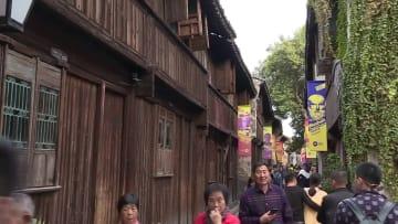 千年の水の都で演劇祭始まる 浙江省烏鎮