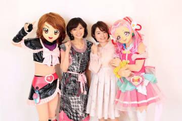 「ふたりはプリキュア」の美墨なぎさ(キュアブラック)役の本名陽子さん(左)と「HUGっと!プリキュア」の野乃はな(キュアエール)役の引坂理絵さん