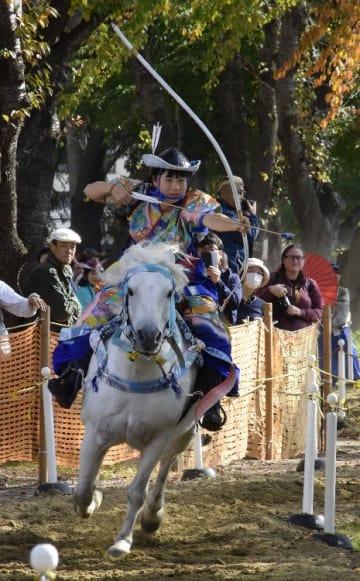 人馬一体となった華麗な技を見せる騎手
