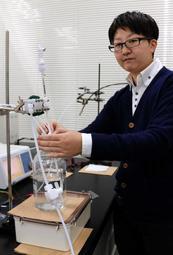 「研究費を確保し、次世代エネルギー研究の一歩を踏み出したい」と話す青木誠助教=神戸市東灘区深江南町5、神戸大学深江キャンパス