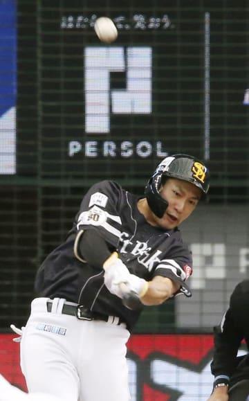 6回ソフトバンク無死、柳田が右中間に本塁打を放つ=メットライフドーム
