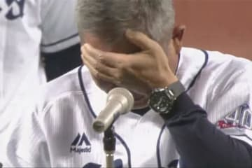 最終戦セレモニーで西武・辻発彦監督は男泣き【画像:(C)PLM】