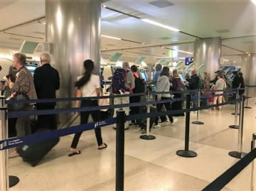 中国大使館が旅行者に注意喚起「米国では入国時にスマホやPCを調べられる」―米メディア