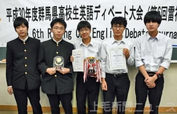優勝した前橋高Aチームの5人