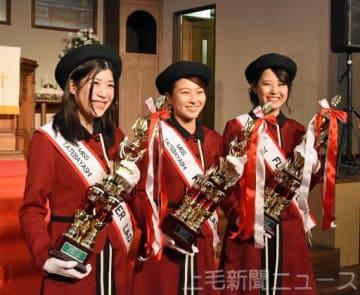 ミス館林に選ばれた(右から)河内さん、須藤さん、村田さん