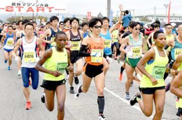 速さ別格!沿道沸く 長井マラソン、タンザニア選手が力走