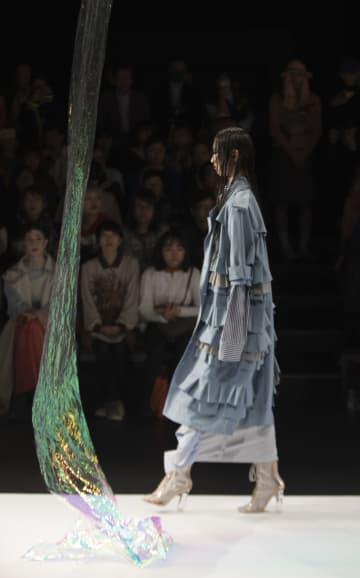 ヴィヴィアンノ スー2019年春夏コレクション、東京で発表