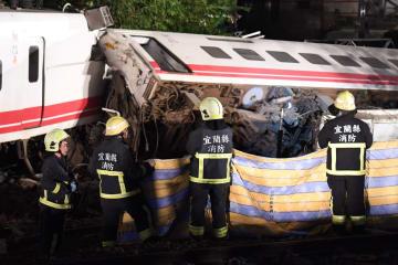 台湾の宜蘭で列車脱線 18人死亡、164人負傷