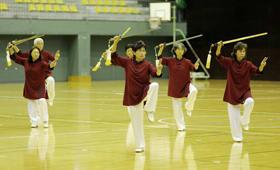 練習の成果を披露する参加者