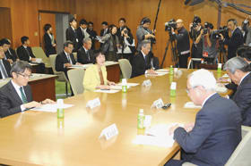 道庁で開かれた4回目のJR北海道に関する6者協議
