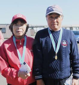 優勝した渡辺さん(右)と野宮さん