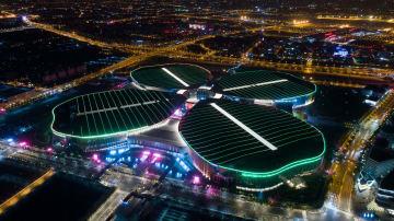 美しいライトアップで歓迎 中国国際輸入博覧会