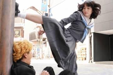 連続ドラマ「今日から俺は!!」第2話の一場面=日本テレビ提供