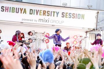 【ライブレポート】女王蜂がSHIBUYA109前の路上特設ステージで、フリーライヴを敢行!女王蜂、BabySitter、近藤利樹が出演した「SHIBUYA DIVERSITY SESSION powered by mixi GROUP」大盛況の中、終了!