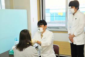 専門医の視診や触診などを通じて早期発見の重要性を訴えた「口腔がん検診」