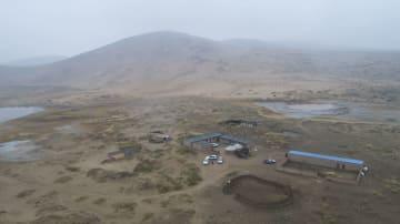 砂漠に秋雨、幻想的な風景に 内モンゴル自治区